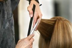 Barbieri e parrucchieri aperti il 13, 20 e 27: firmata l'ordinanza