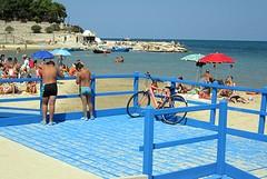 Sulla spiaggia di Colonna torna la rampa per i disabili