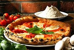Oggi Giornata Mondiale della Pizza: riders al lavoro per celebrarla gustandola a casa
