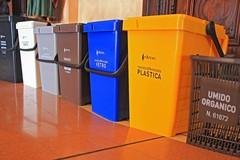Raccolta porta a porta: all'isola ecologica distribuzione di kit e buste