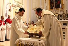 La reliquia di Giovanni Paolo II è giunta a Trani: resterà esposta sino al 9 febbraio