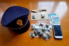 Detenzione e spaccio di sostanze stupefacenti, arrestato un 20enne tranese