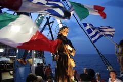 Festa di San Nicola, oggi l'imbarco del Santo Patrono e spettacolo luminario