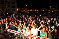 """Radio deejay One two One two"", domenica sul Porto di Trani"