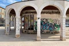 Lo stato di abbandono di piazza XX Settembre: il biglietto da visita per chi arriva in città con il treno