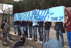 I tifosi del Trani ricordano le vittime del crollo di Barletta