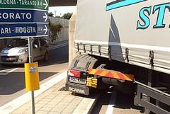Viabilità, un autoarticolato bloccato nel sottopasso di via Pozzopiano