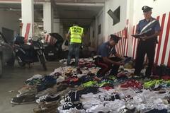Controlli al mercato settimanale, sequestrate cinquanta paia di scarpe