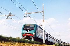 Viaggiano sul treno senza biglietto e fanno resistenza ai carabinieri: arrestati due nigeriani