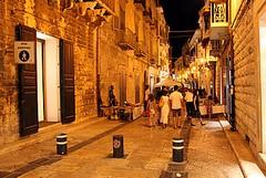 Negozi sempre aperti nel centro storico di Trani