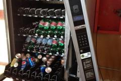 Ladri in azione al Palazzetto, rubato denaro dal distributore automatico