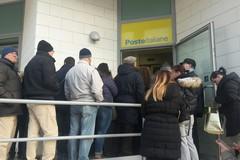 Posta centrale presa d'assalto per la riscossione pensioni: nuova giornata di caos