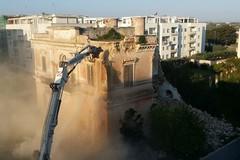 Villa Maggi, in corso la demolizione