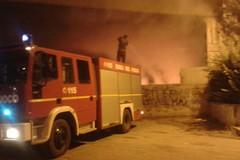 Villa di via Verdi sempre occupata: e nella notte scoppia un incendio
