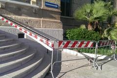 Cadono calcinacci dalla facciata di Palazzo di Città