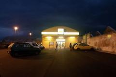 Rapina in un supermercato di via Barletta, il ladro scappa con l'incasso