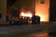 Nella notte a fuoco un'auto in via Superga