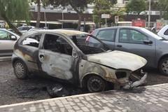 Tre auto incendiate nella notte