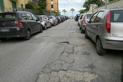 Buche e manto stradale disastrato: ecco via Rovigno e via Parenzo