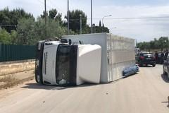 Incidente in via Duchessa d'Andria, ferite due persone