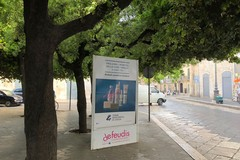 """Impianti pubblicitari abusivi, in Piazza della Repubblica """"è caccia"""" ai trasgressori"""