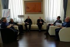 Prima visita ufficiale di Monsignor d'Ascenzo a Palazzo di Città