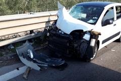 Auto finisce contro trattore sulla 16bis per schivare un sorpasso: incidente all'altezza di Trani-Boccadoro