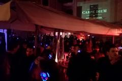 """Via Lagalante si anima con il """"silent party"""": centinaia i partecipanti"""