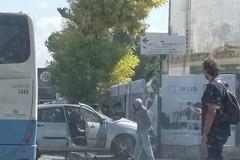 Non rispetta la precedenza, incidente all'incrocio di viale de Gemmis: ferito il conducente dell'auto