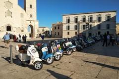 """Ottima riuscita per il Vespa Tour """"Nelle terre di Federico"""": tappa anche a Trani"""