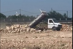Abbandona materiale di risulta nel cantiere del nuovo mercato a Molfetta, sanzionato 30enne tranese