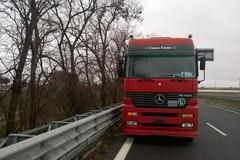Camion in avaria, disagi sulla 16bis all'uscita Trani Sud