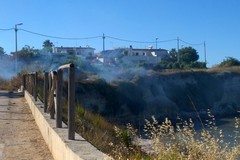 A fuoco sterpaglie alla Seconda Spiaggia