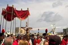 Tra fede e devozione tutto pronto a Trani per il Crocifisso di Colonna