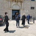 «Noi parte essenziale del sistema produttivo», in Piazza Duomo il flash mob degli avvocati di Trani