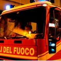 A fuoco un divano, paura in una palazzina del centro storico