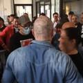 Assembramenti a Palazzo di Città per l'arrivo di Quarto, Bottaro: «Appello al buon senso disatteso»