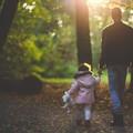 Coronavirus, autorizzata la passeggiata genitore-figli nei pressi della propria abitazione