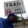 Micheal fa tappa a Trani: da aprile percorre a piedi l'Italia