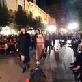 Fiume di gente su Corso Vittorio Emanuele per la Trani Fashion Street