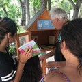 I ragazzi del centro educativo Antoniano rimpolpano la biblioteca della Villa