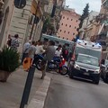 Incidente in via Margherita di Borgogna: scontro tra auto e moto