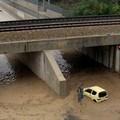 Pozzopiano, due auto sommerse nel sottovia