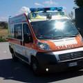 Impatto tra ambulanza e auto in via Pozzopiano, tre contusi