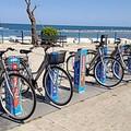 Il bike sharing e la doppia beffa, a Colonna a rischio l'incolumità dei passanti