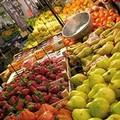 Commette reato il fruttivendolo che espone cassette di verdura sul marciapiede