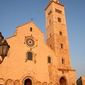 Più cartelli stradali per segnalare la Cattedrale di Trani