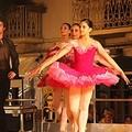 Il balletto di danza classica in piazza Libertà