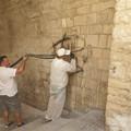 Via Porta Antica, ripulita la parete imbrattata