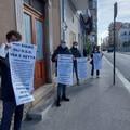 """""""Siamo gli Oss usa e getta del covid """": la protesta a Andria bloccata dalle forze dell'ordine"""